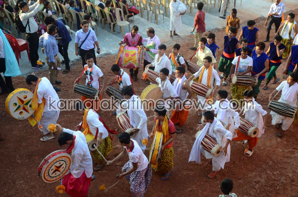 Mangaluru/Moodbidri, Nov 26, 2015: Prior to the inaugural ceremony of cultural extravaganza 12th Alva'sNudisiri-2015, a colourful procession depicting the coastal region's folk culture at Moodbidri near Mangaluru on Thursday November 26. Pic By R.K.Bhat/Mangalouru/Karnataka/India